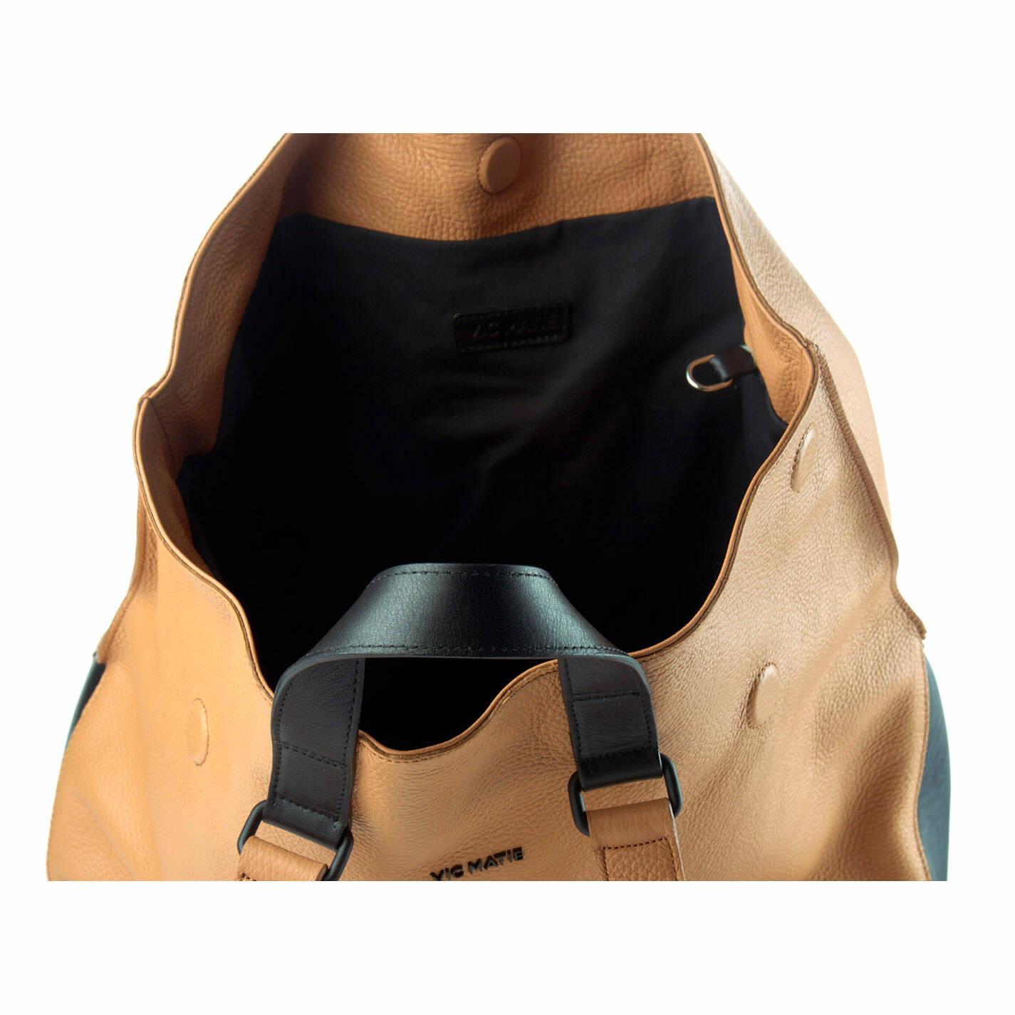 Agathe<br />Shopper in pelle cuoio/nera
