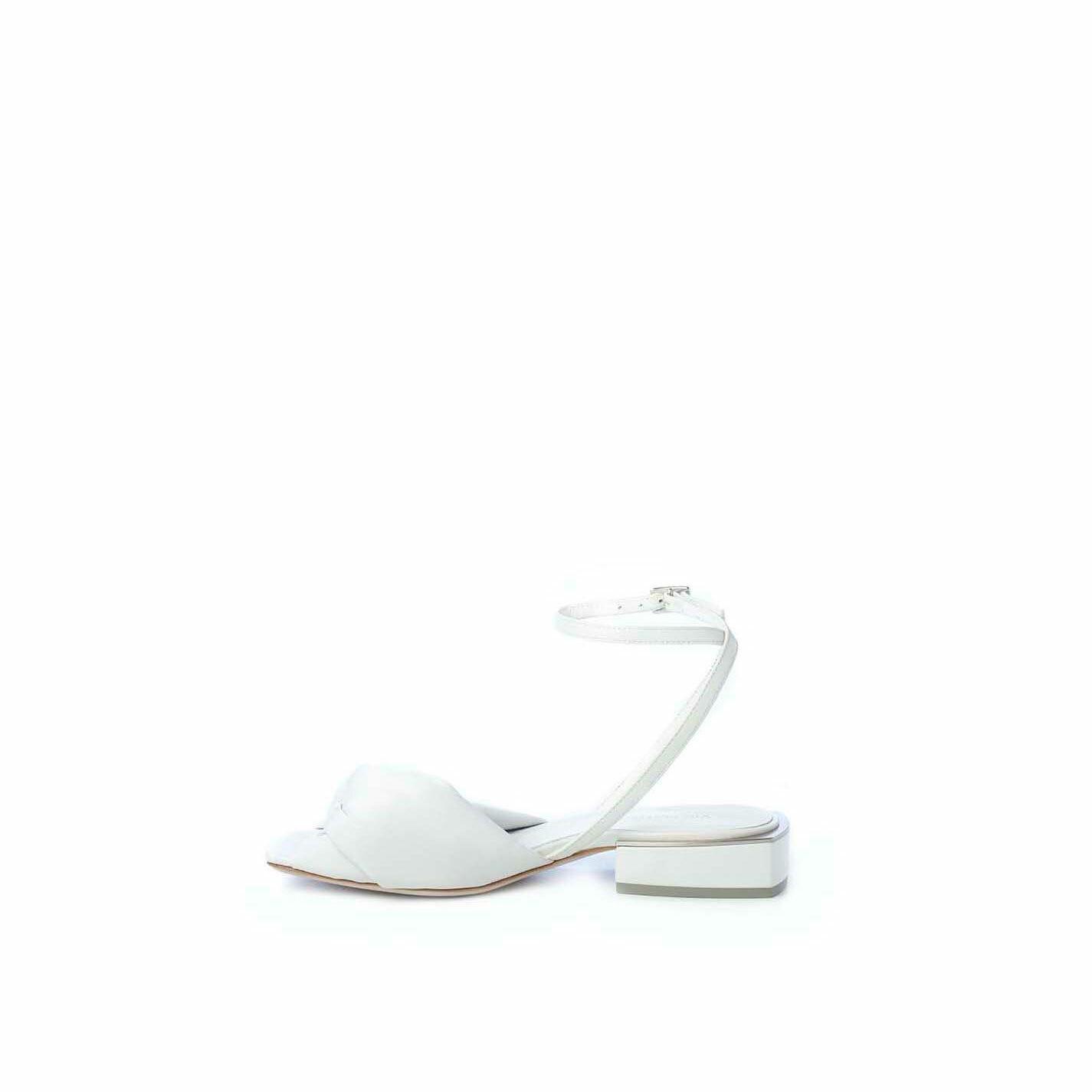 Sandalo flat in nappa bianca