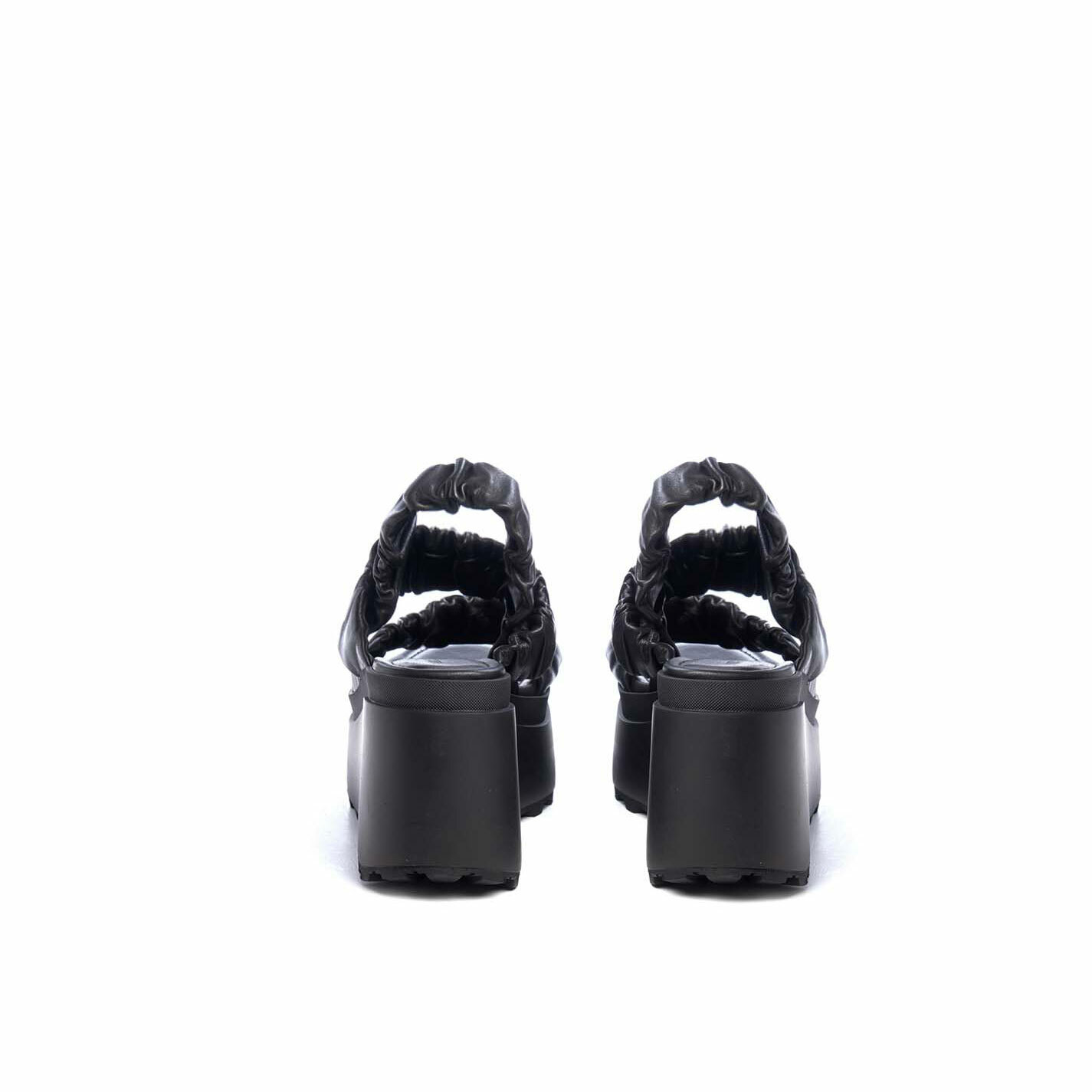 Wedge sandals with 3 black bands