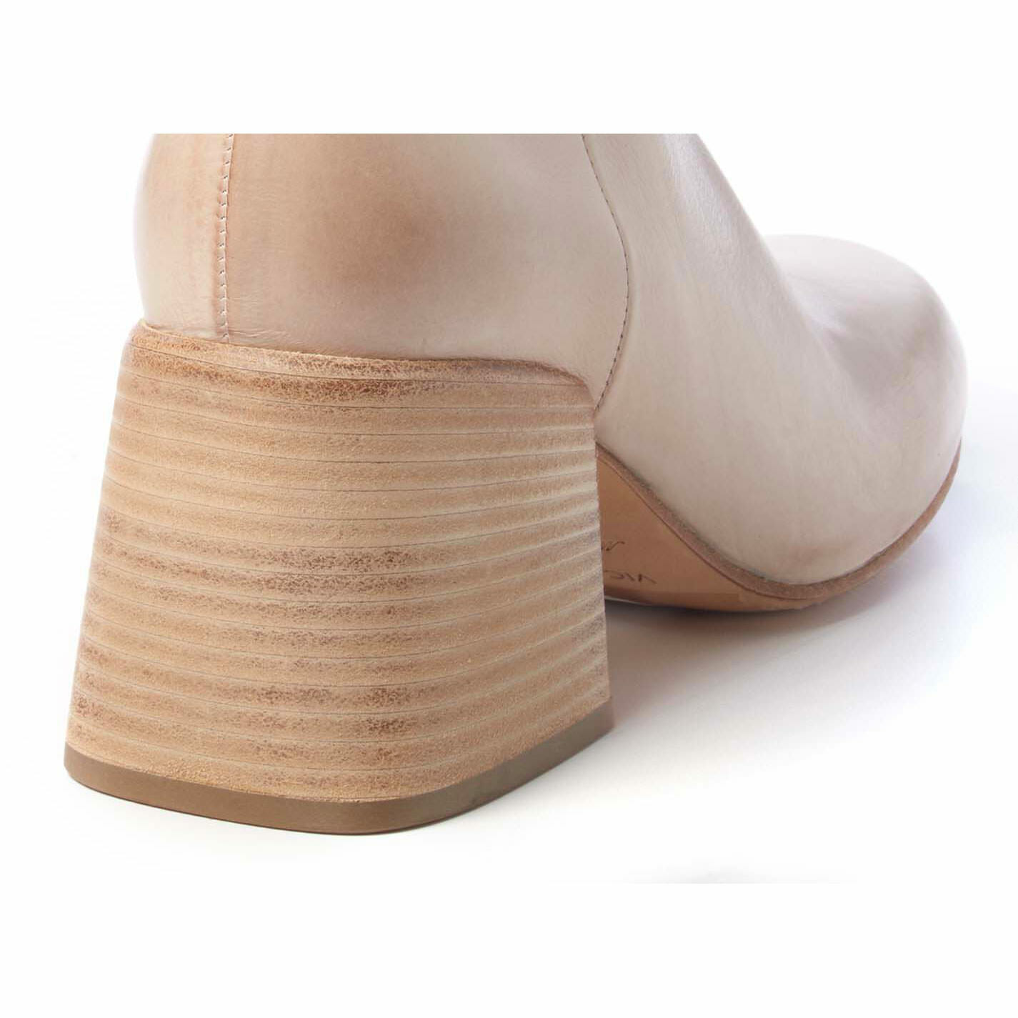 Urban ankle boots in ivory-coloured calfskin