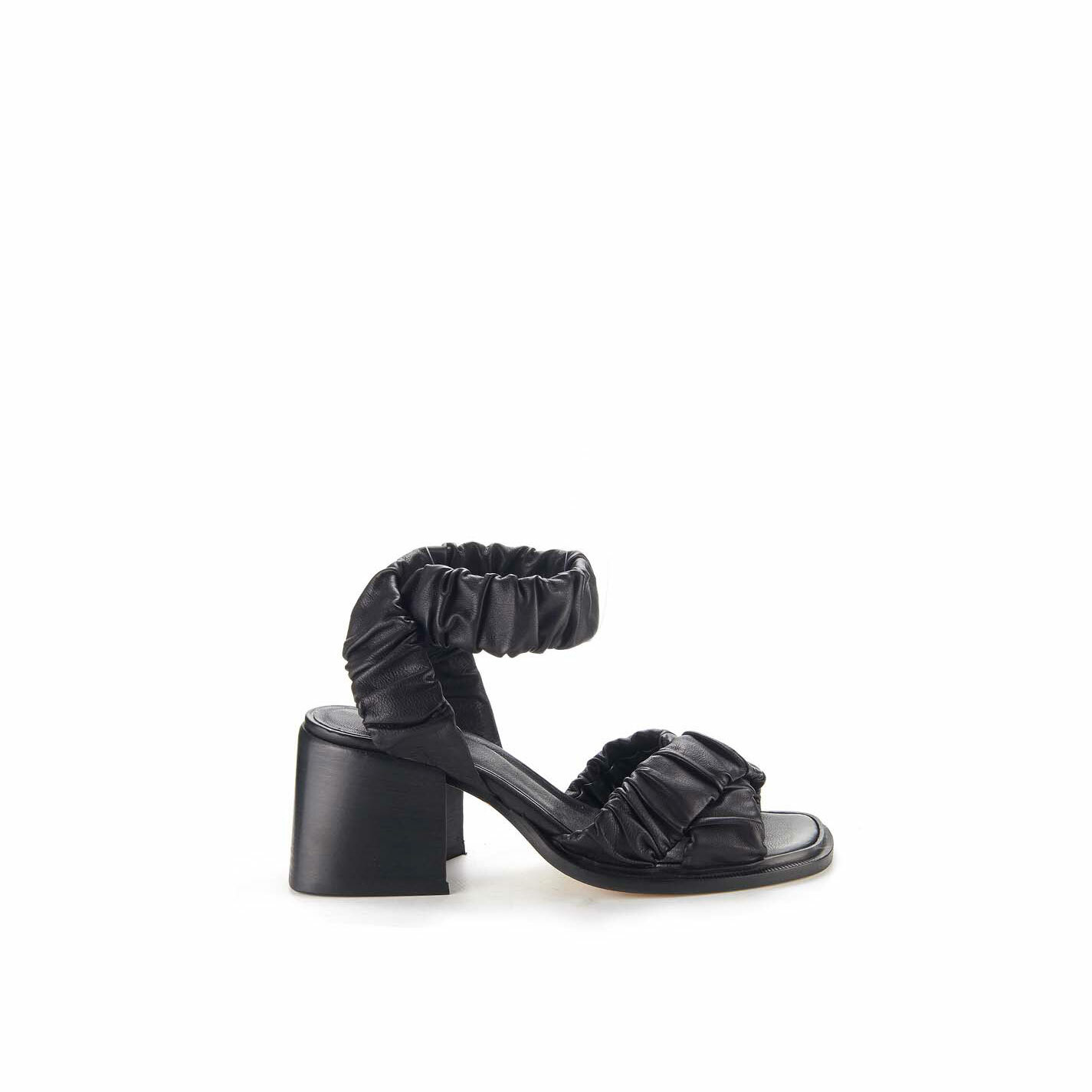 Black sandals with criss-crossing bands