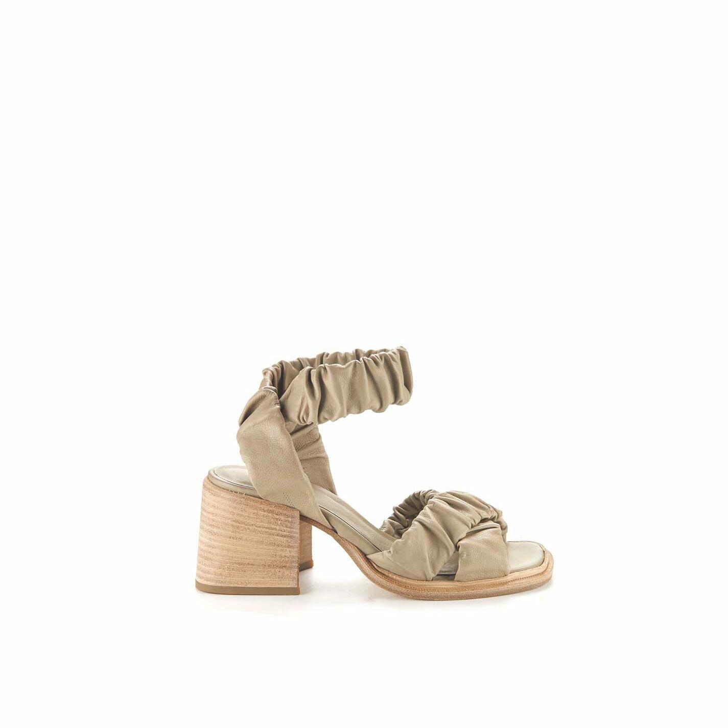 Sandalo fasce incrociate fango